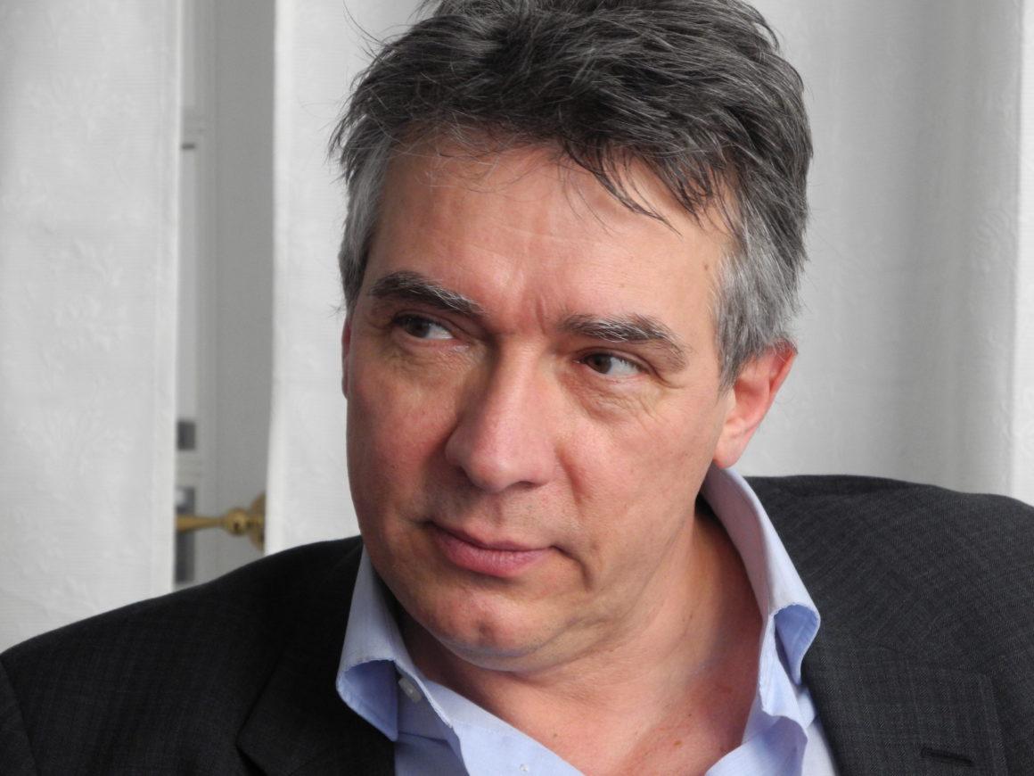 Portræt af skuespiller og indlæser Dan Schlosser